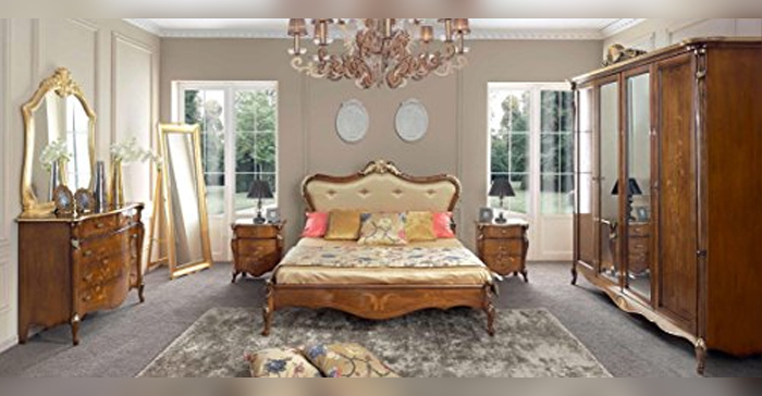 Full room, consisting of double bed, dark wood color